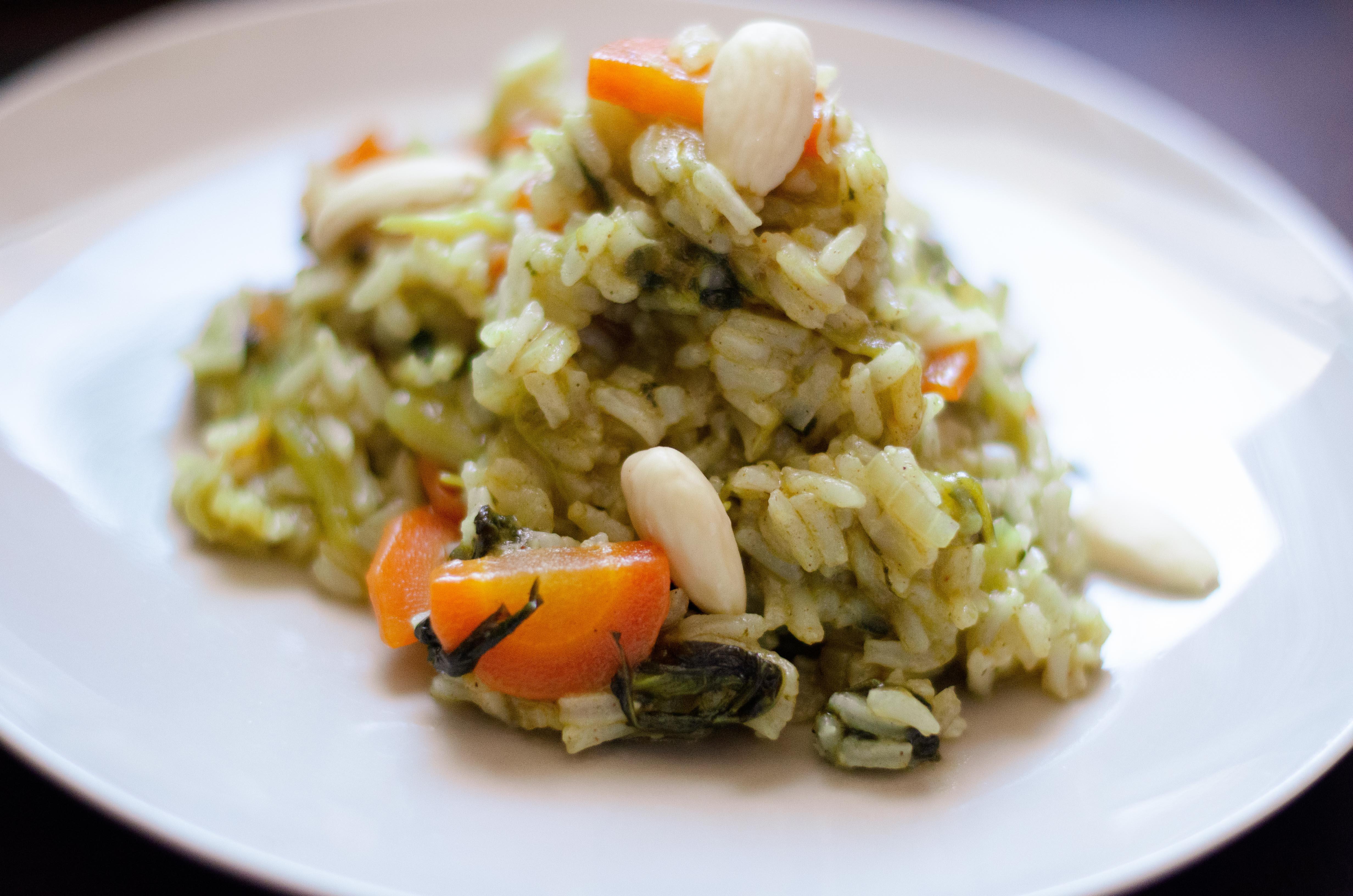 Riz biryani aux légumes et amandes