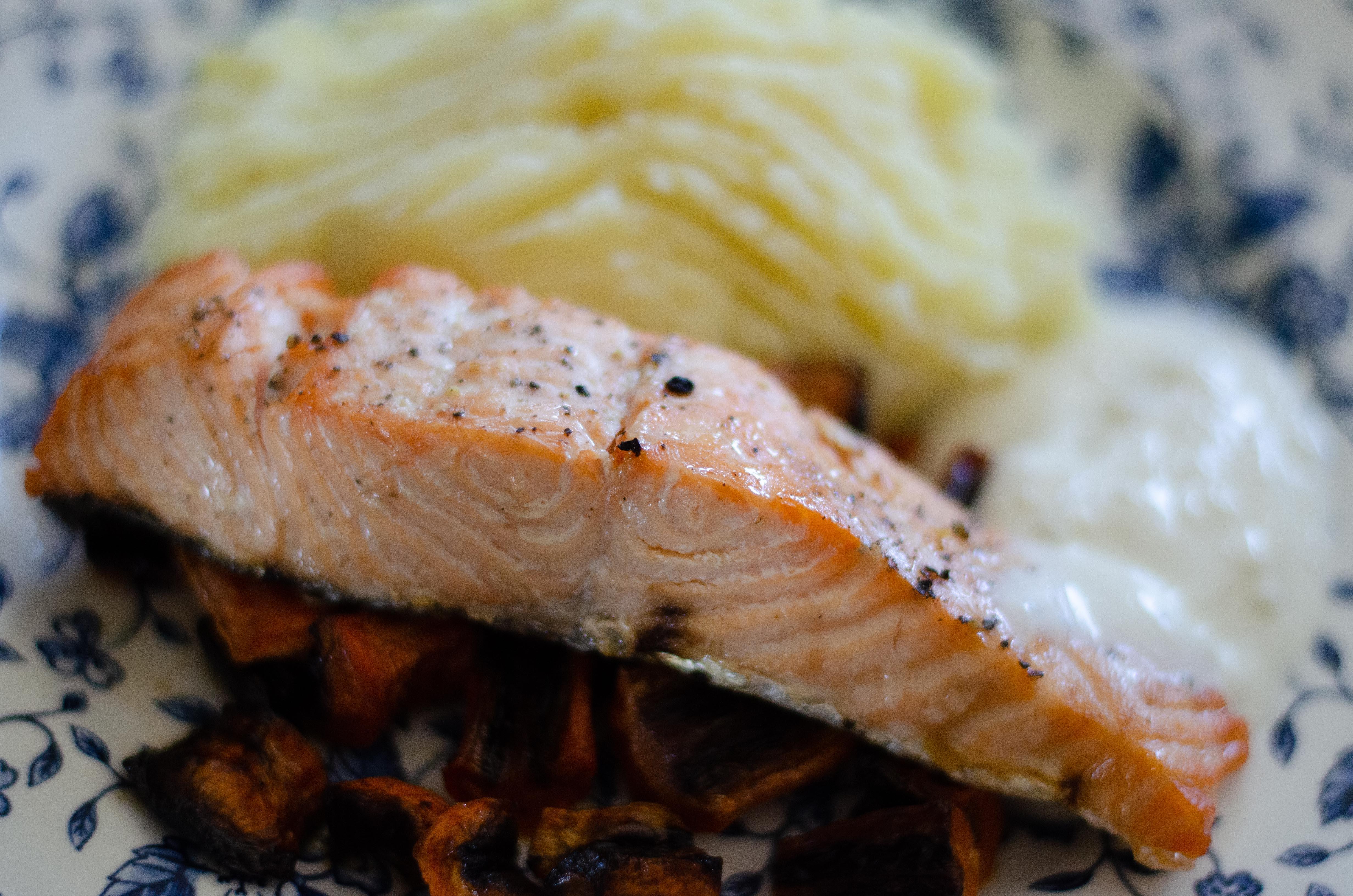 Pavé de saumon et sauce à l'ail
